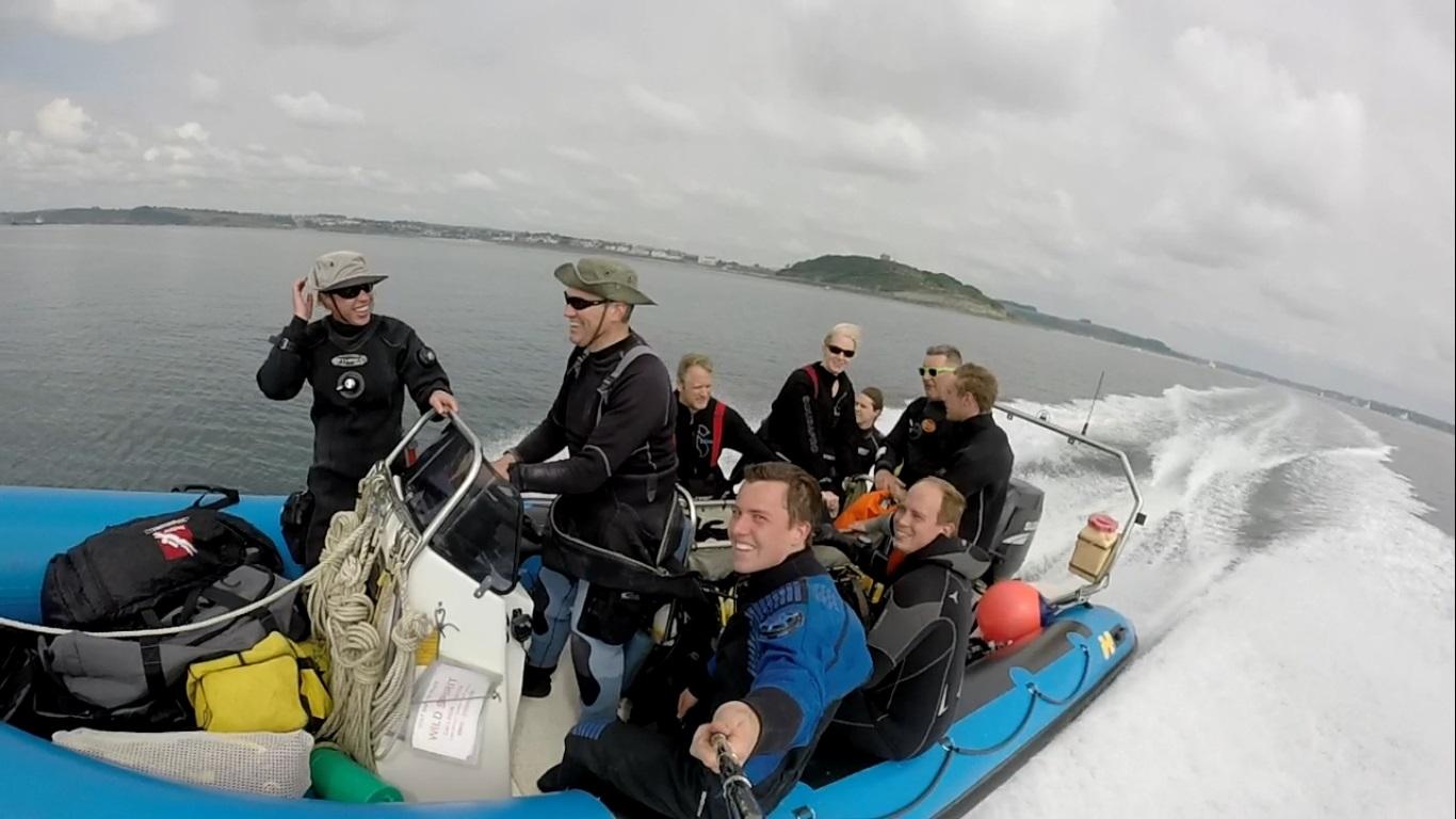 club-on-boat-2